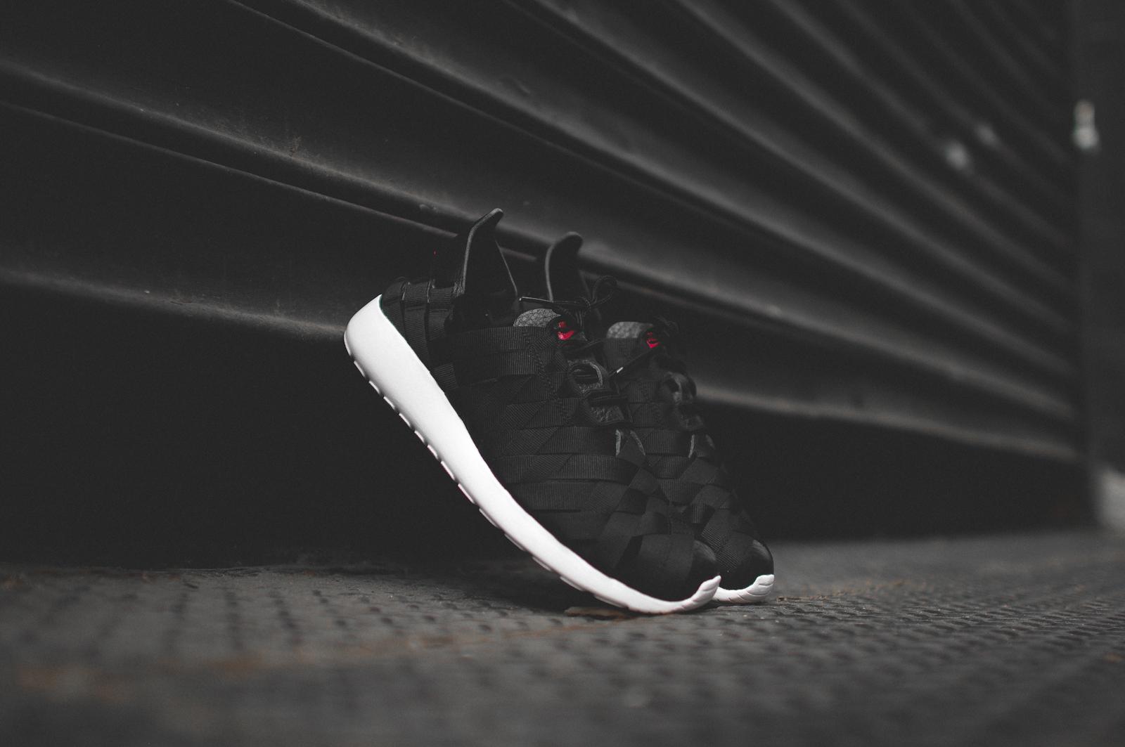 NikeRosheWovenBlack10
